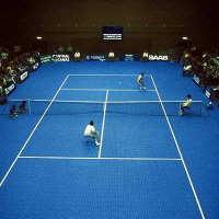 Bergo TENNIS in der Tennishalle in blau